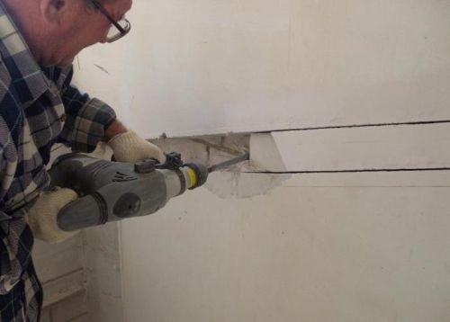 Штробление стены под проводку кабеля
